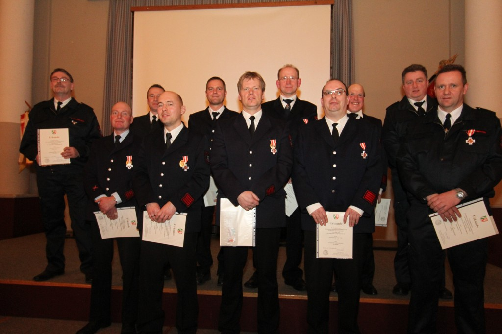 Ehrungen mit dem Feuerwehr Ehrenabzeichen in Silber für 25 Jahre und in Gold für 35 Jahre